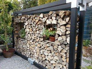 Trennwand im Garten aus Holz